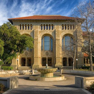 Stanford University Building in Palo Alto, California. Image by David Mark from Pixabay